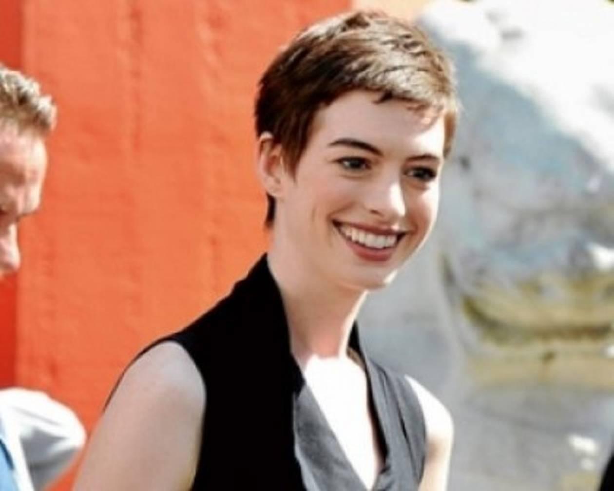 Anne Hathaway: Αν και έχασε 12 κιλά ακόμη ανησυχεί για το βάρος της