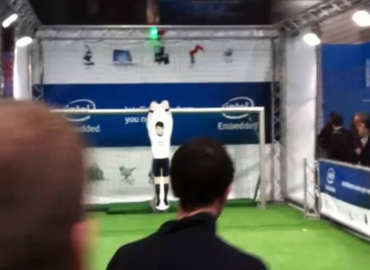 Βίντεο: Ανίκητος τερματοφύλακας-ρομπότ!