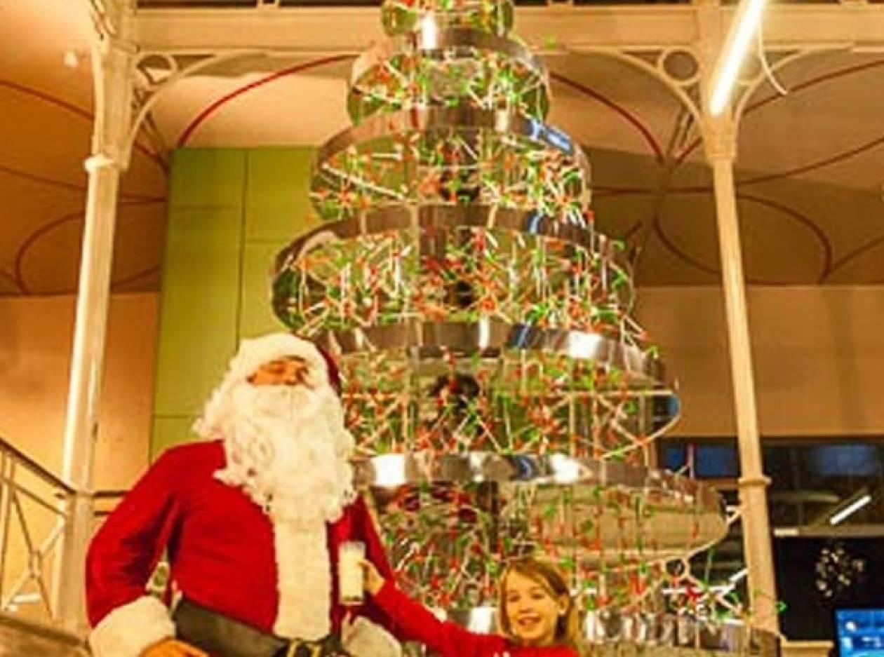 Δείτε το χριστουγεννιάτικο δέντρο που κατασκεύασε μια 5χρονη!
