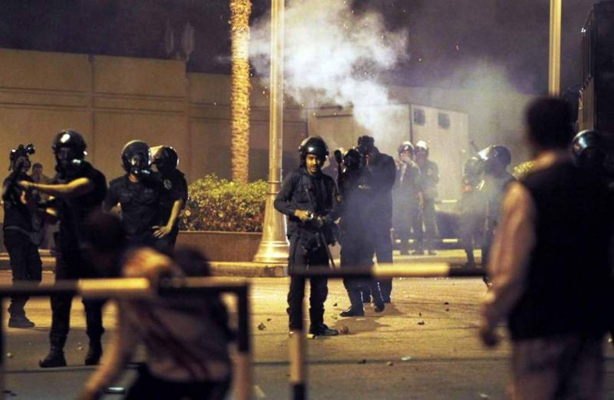 Αίγυπτος: Τρεις νεκροί και εκατοντάδες τραυματίες στις ταραχές (pics)