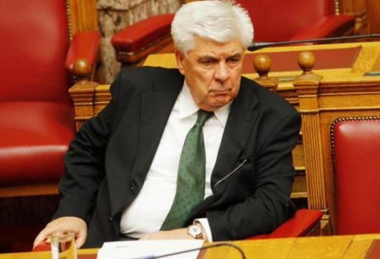 Έπεσε μέσα στη Βουλή ο Αθ. Τσαυτάρης