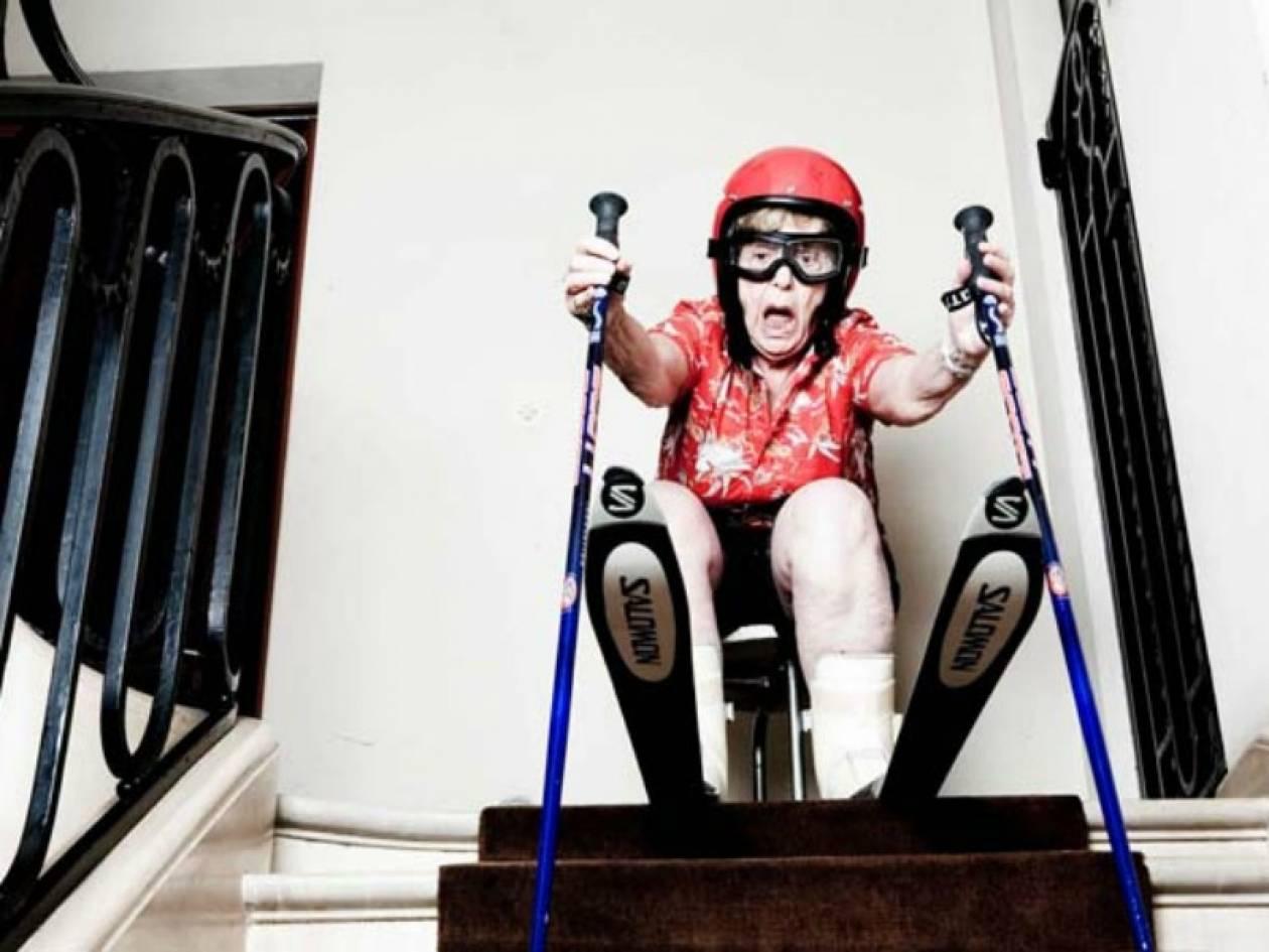 Απίθανο: Δείτε τι έκανε στη γιαγιά του που ένιωθε μόνη! (pics)