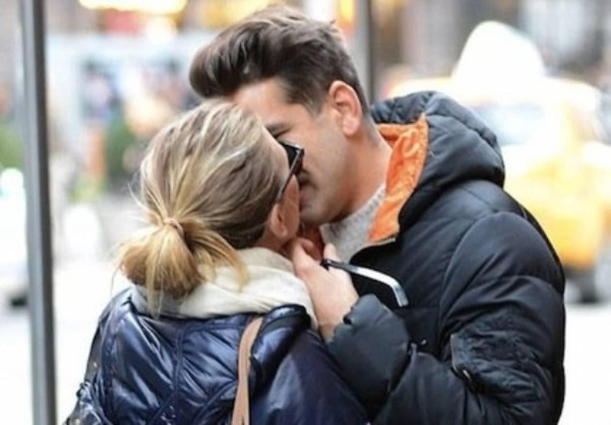 Ποια διάσημη star φιλιέται παθιασμένα με το νέο της αμόρε στη Ν. Υόρκη