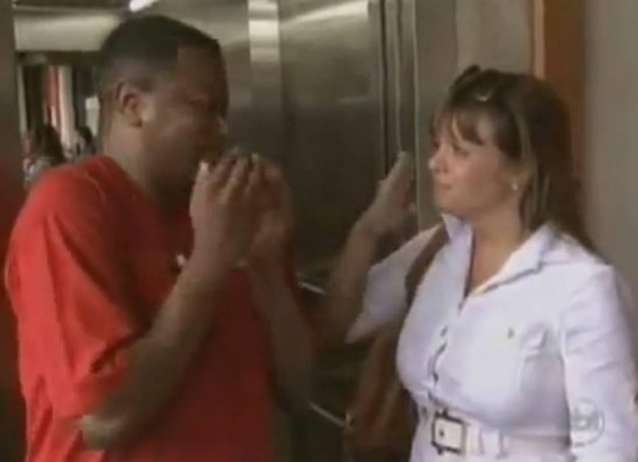 Βίντεο: Ξεκαρδιστική φάρσα μέσα σε ασανσέρ