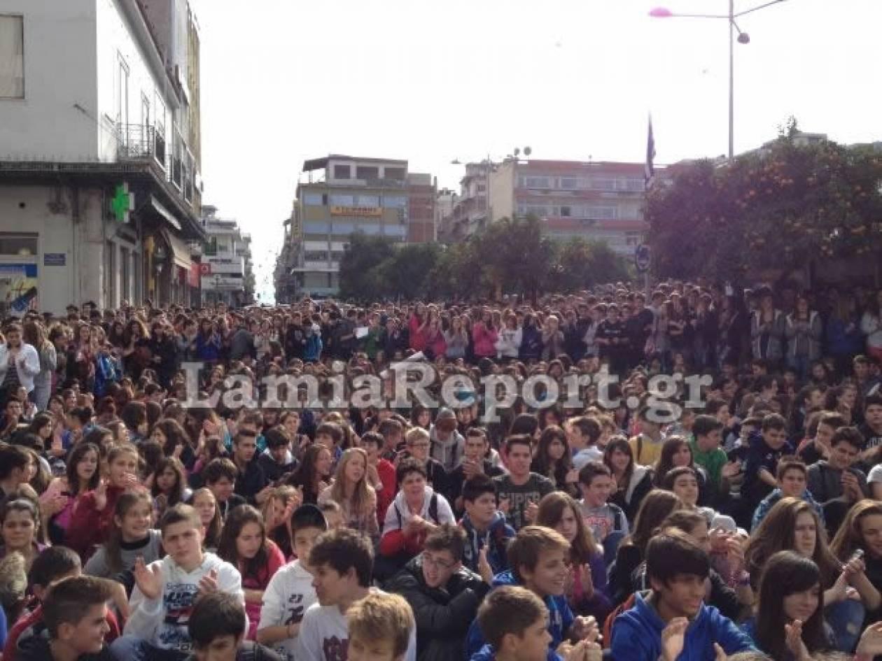 Στους δρόμους οι μαθητές της Λαμίας: Μην παίζετε με το μέλλον μας!