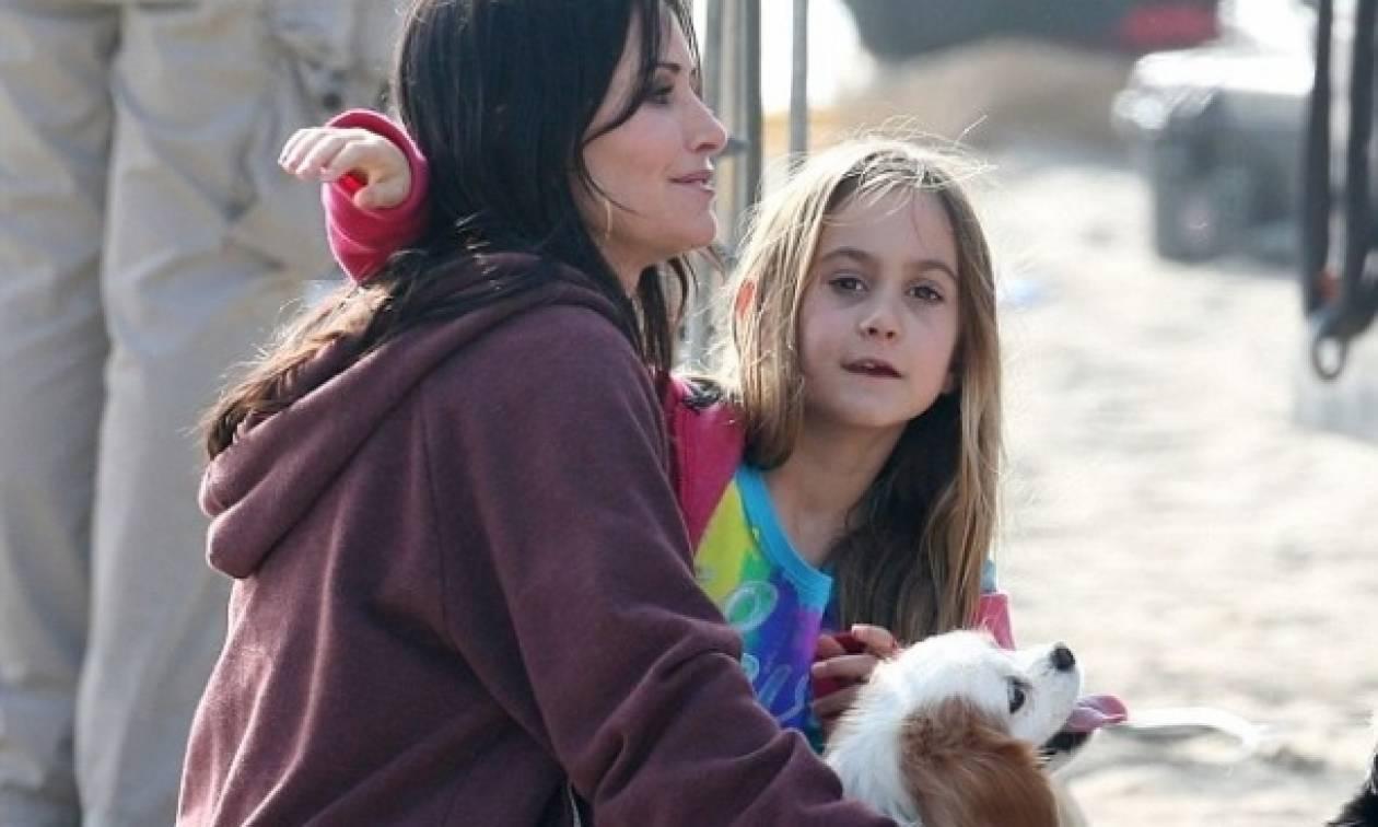 Courteney Cox: Με την κόρη της στα πλατό του Cougar Town