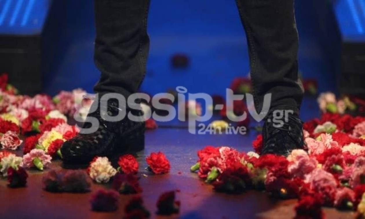 Ποιος τραγουδιστής εμφανίστηκε με αυτά τα παπούτσια στην πίστα;