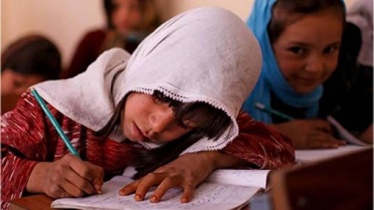 Συγκινητικό! Μαθητές ζητούν την επιστροφή των Ρομά-συμμαθητών τους