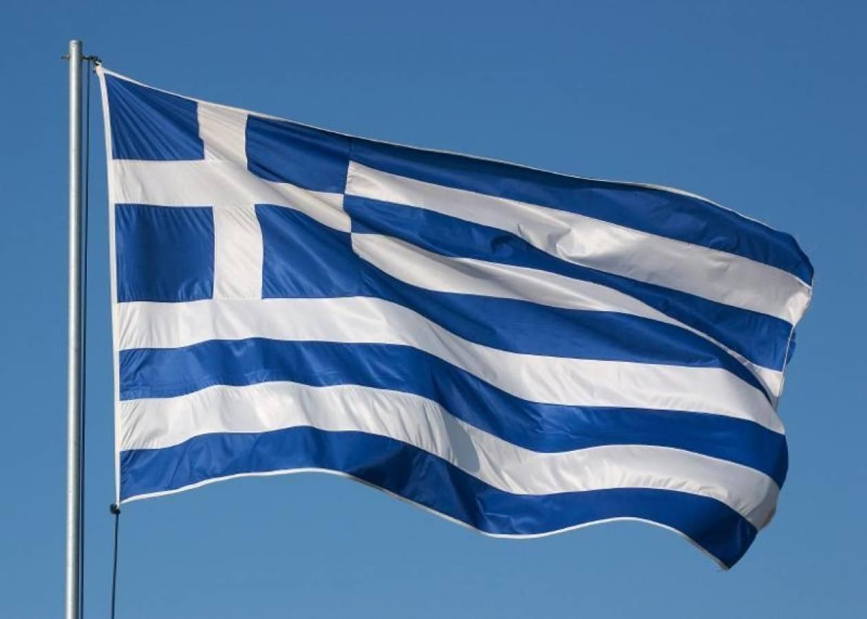 Ανήλικος έκαψε την ελληνική σημαία στο σχολείο του!