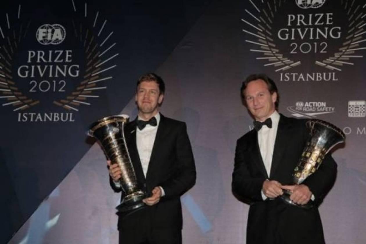 Η απονομή σε Φέτελ και Red Bull Racing