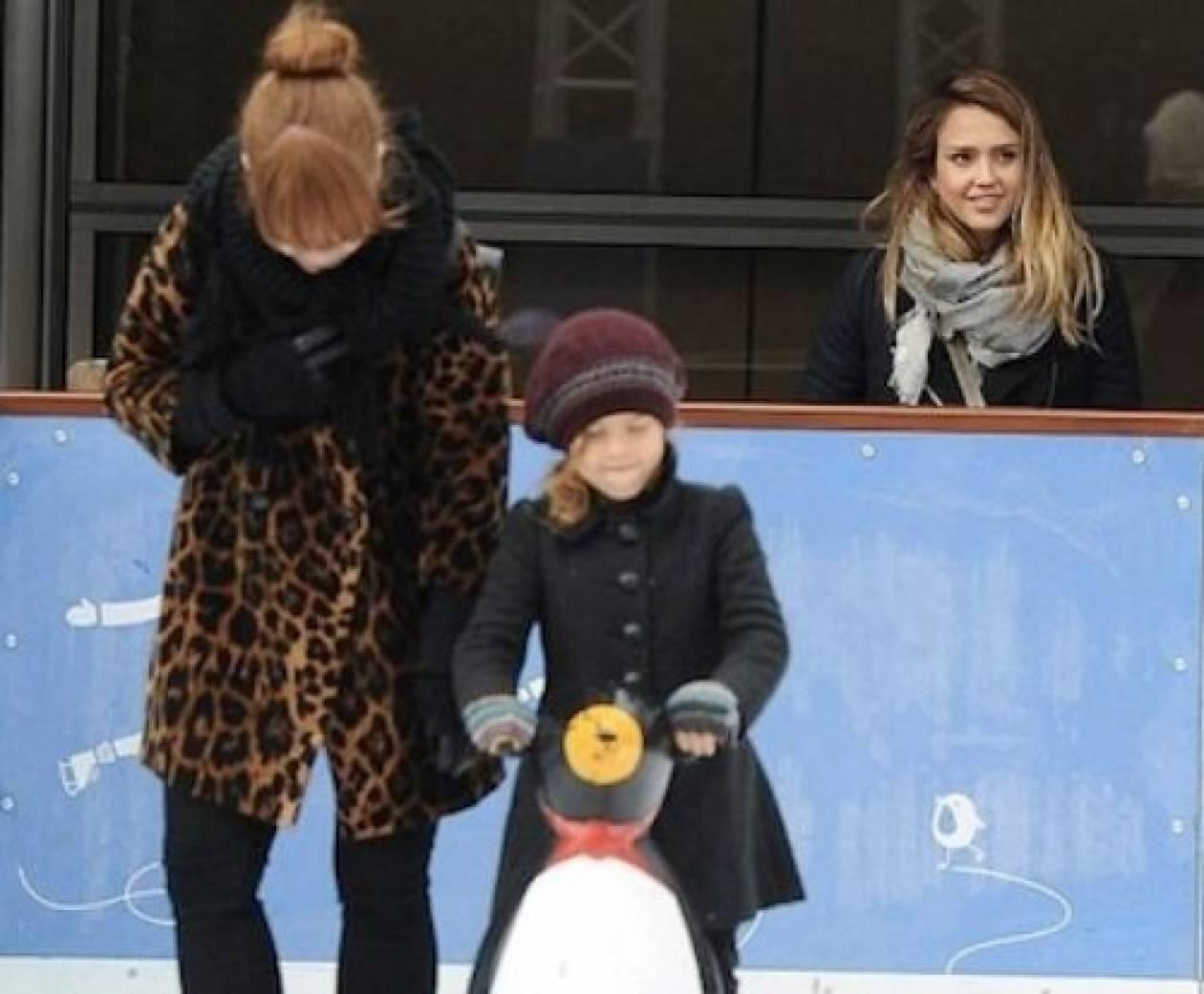 Δείτε την κόρη της Jessica Alba να κάνει πατινάζ