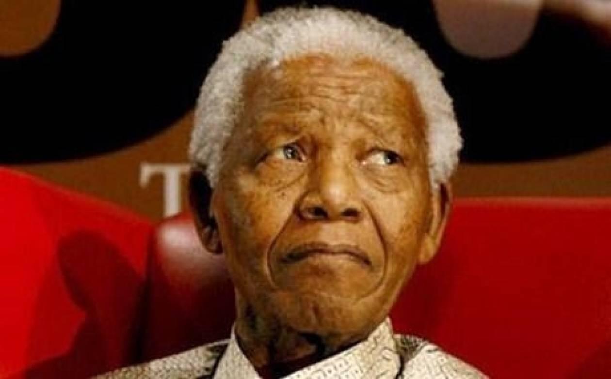 Παραμένει στο νοσοκομείο ο Νέλσον Μαντέλα