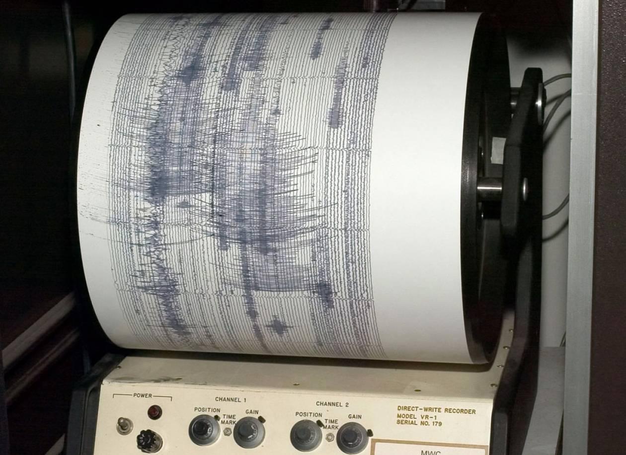 Ινδονησία: Αποκλείστηκε ο κίνδυνος για τσουνάμι από το σεισμό