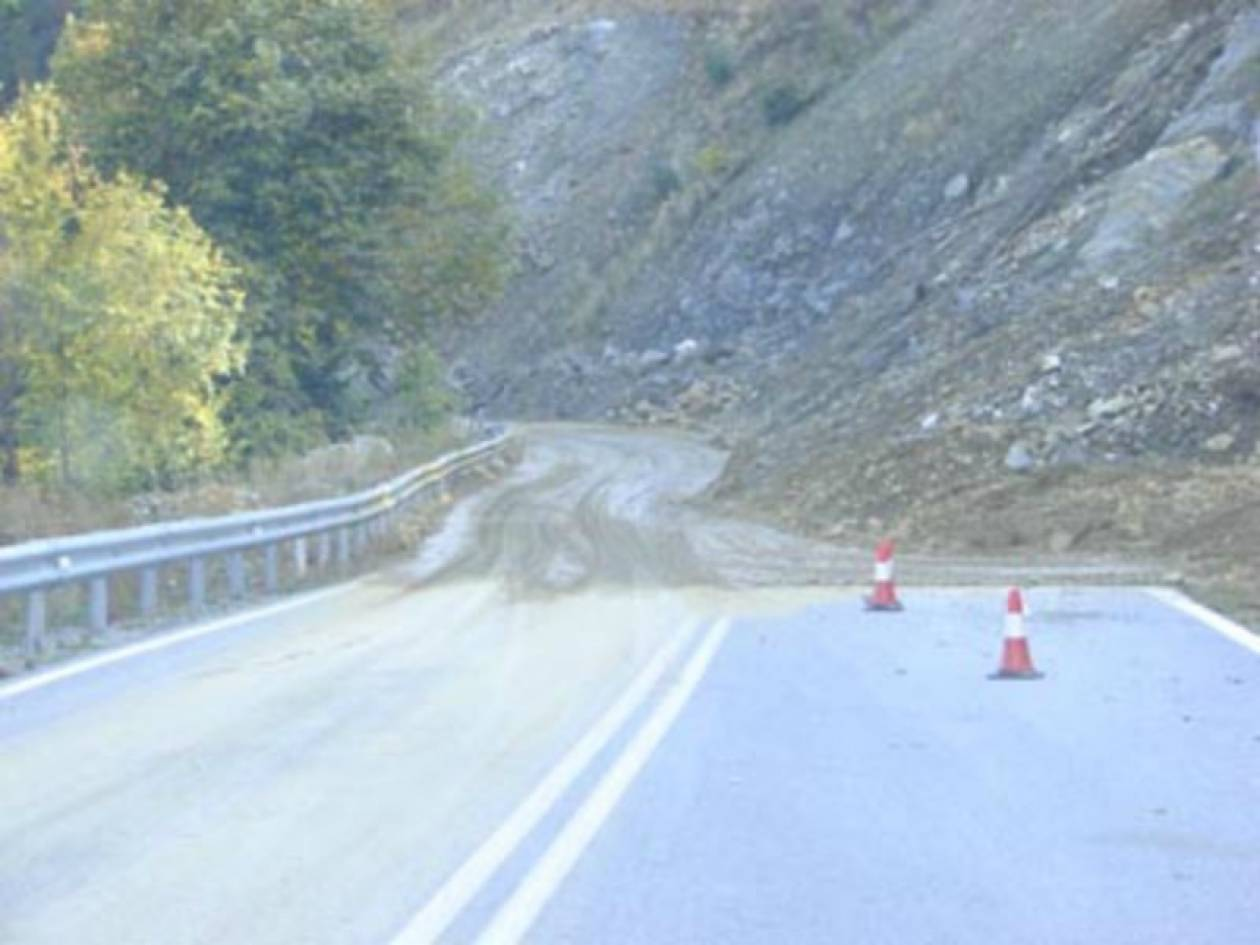 ΤΩΡΑ: Κατολίσθηση στην Εγνατία - προβλήματα στην κυκλοφορία