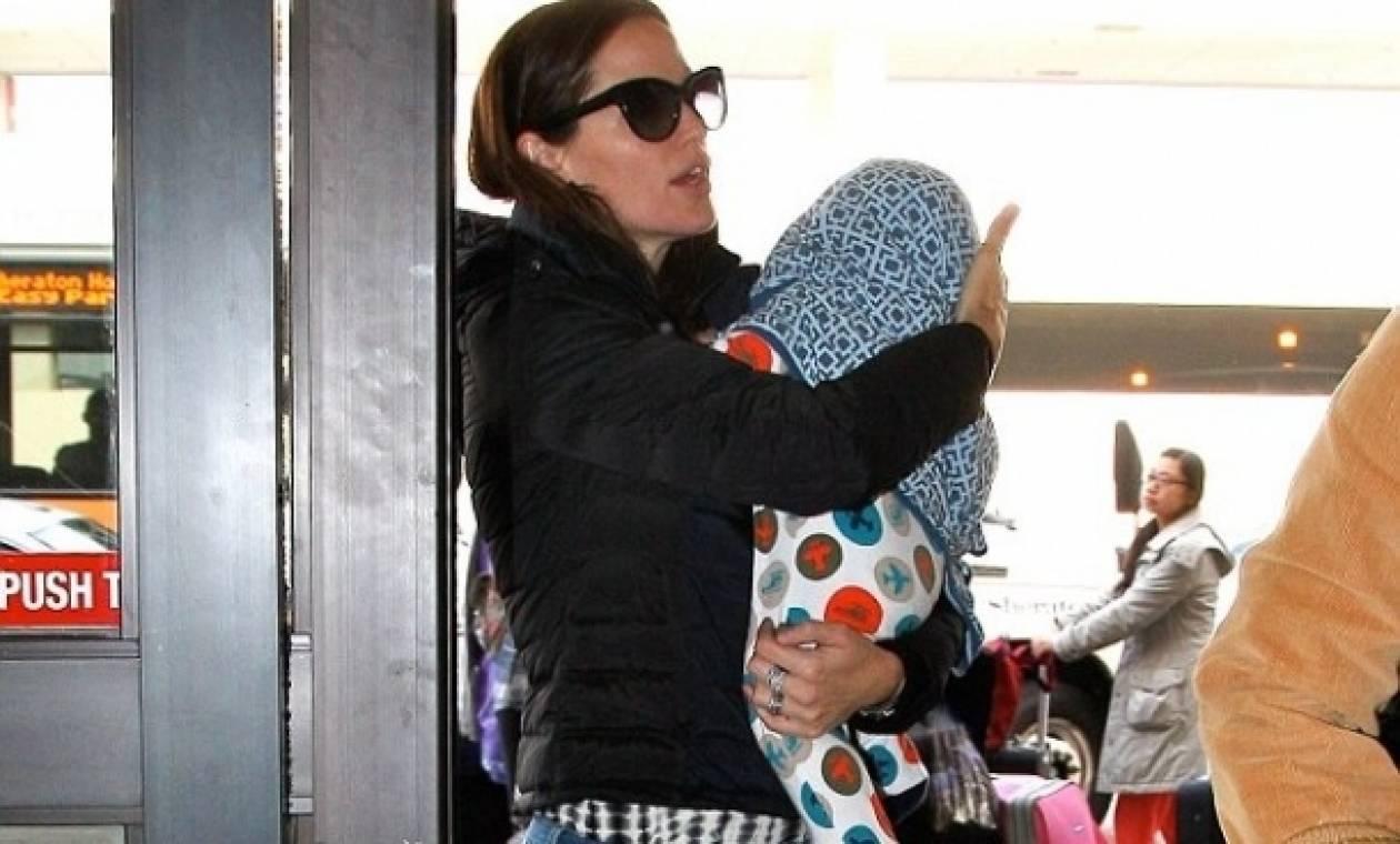 Ο γιος της Jennifer Garner και το ειδικό παντελονάκι πτήσης!