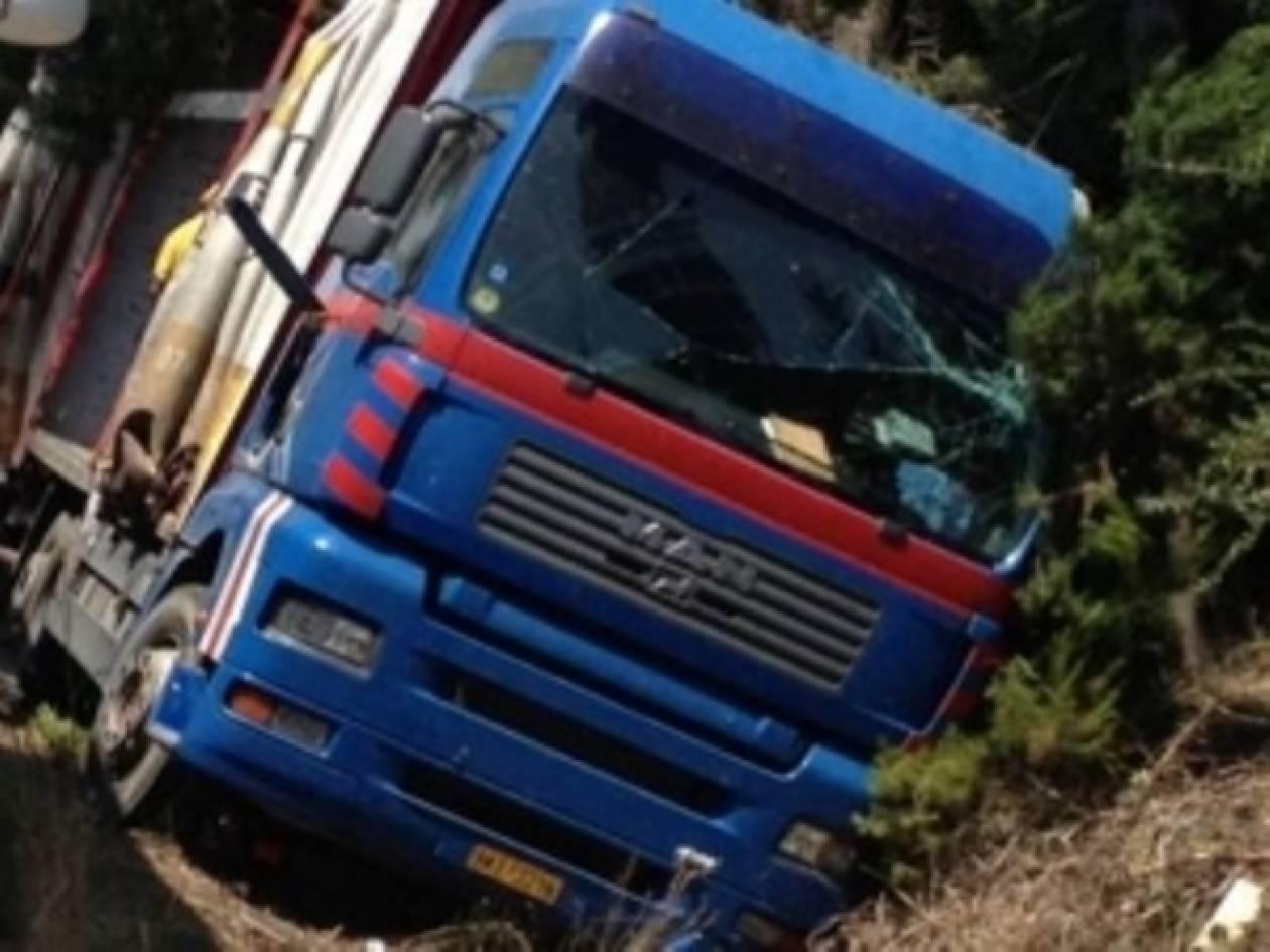 ΤΩΡΑ-Ανατροπή φορτηγού στην περιοχή του ΣΕΦ