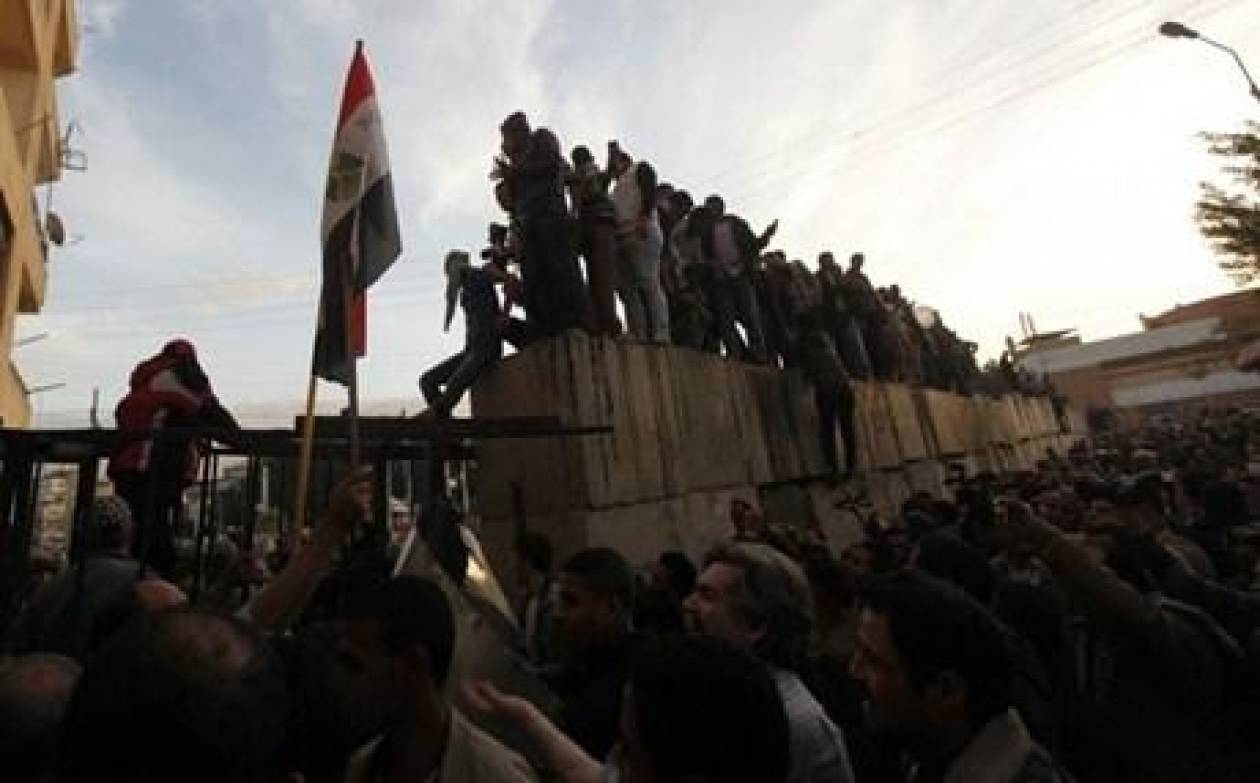 Σε εθνικό διάλογο καλεί εκ νέου ο Μόρσι