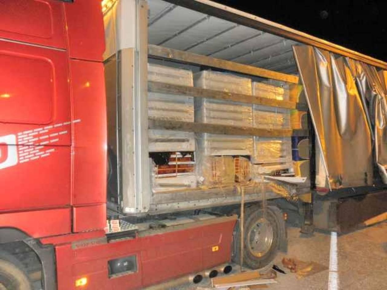Ετοιμαζόντουσαν για Ιταλία με 59.220 πακέτα λαθραία τσιγάρα! (pics)