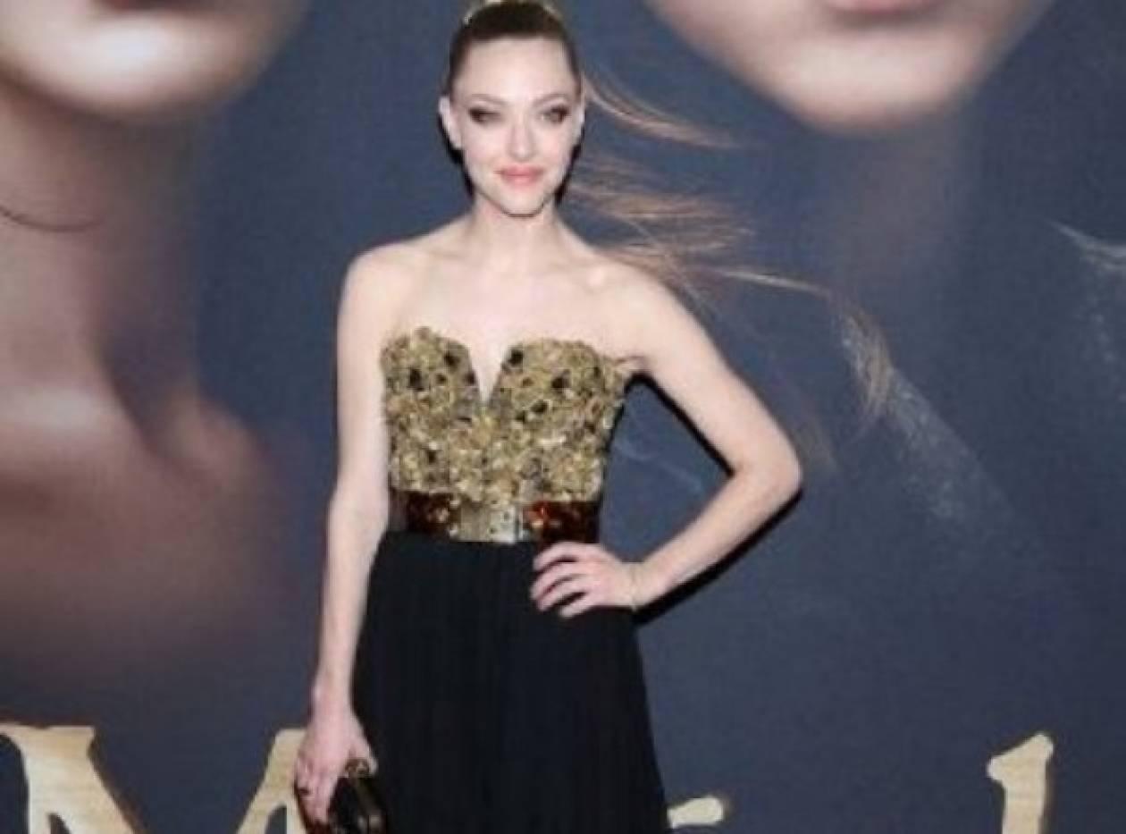 A. Seyfried:Με gothic λάμψη, μάγεψε στην πρεμιέρα του «Les Miserables»