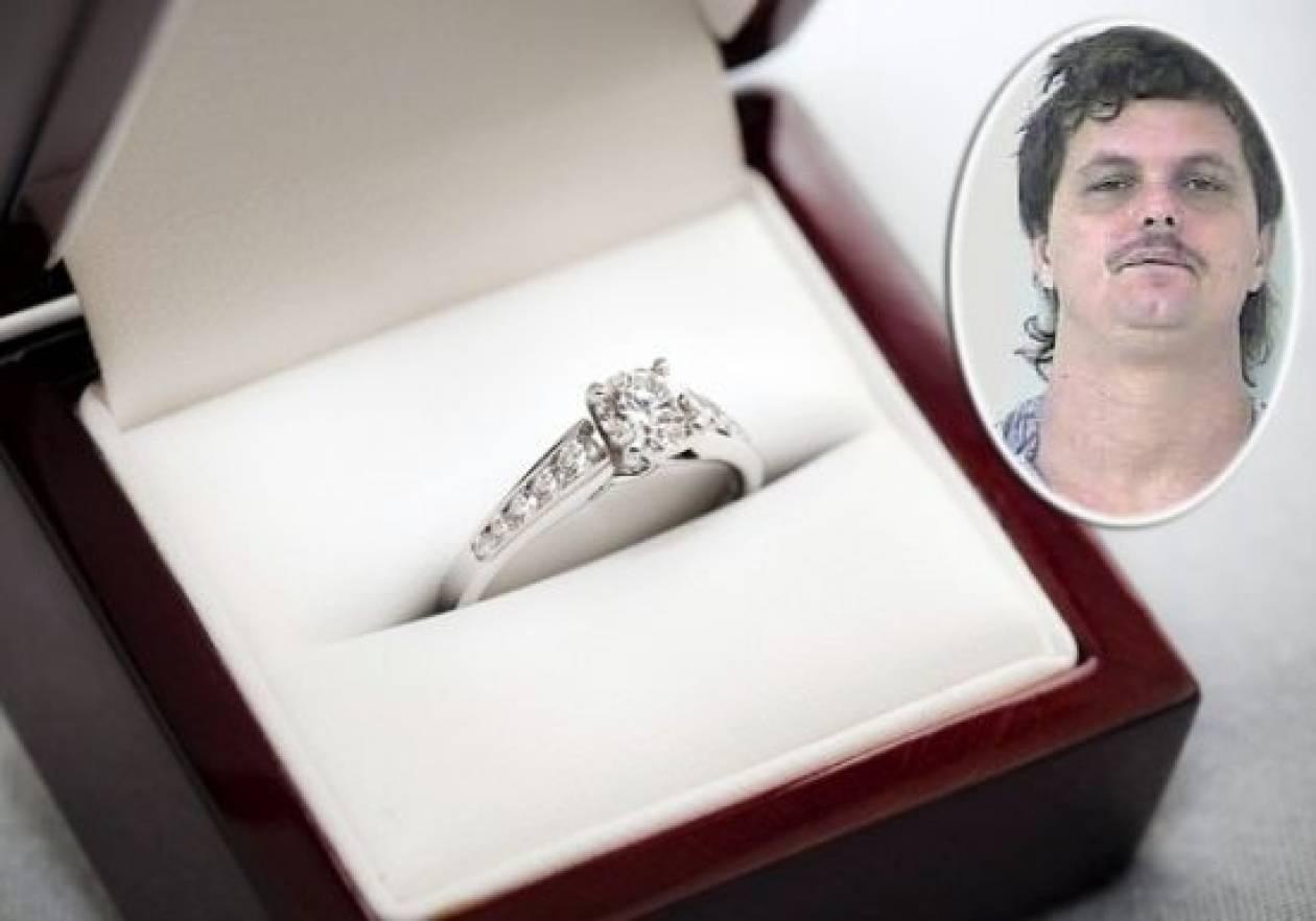 Απίστευτο: Έκλεψε το δαχτυλίδι της πρώην για να το δώσει στη νυν!