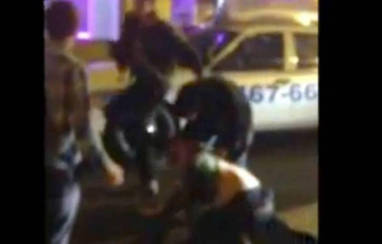 Βίντεο σοκ! Άγριος ξυλοδαρμός νεαρού από ηθοποιό στη μέση του δρόμου