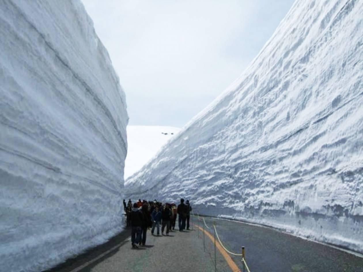Ταξίδι ανάμεσα από τα τείχη του χιονιού (pics)