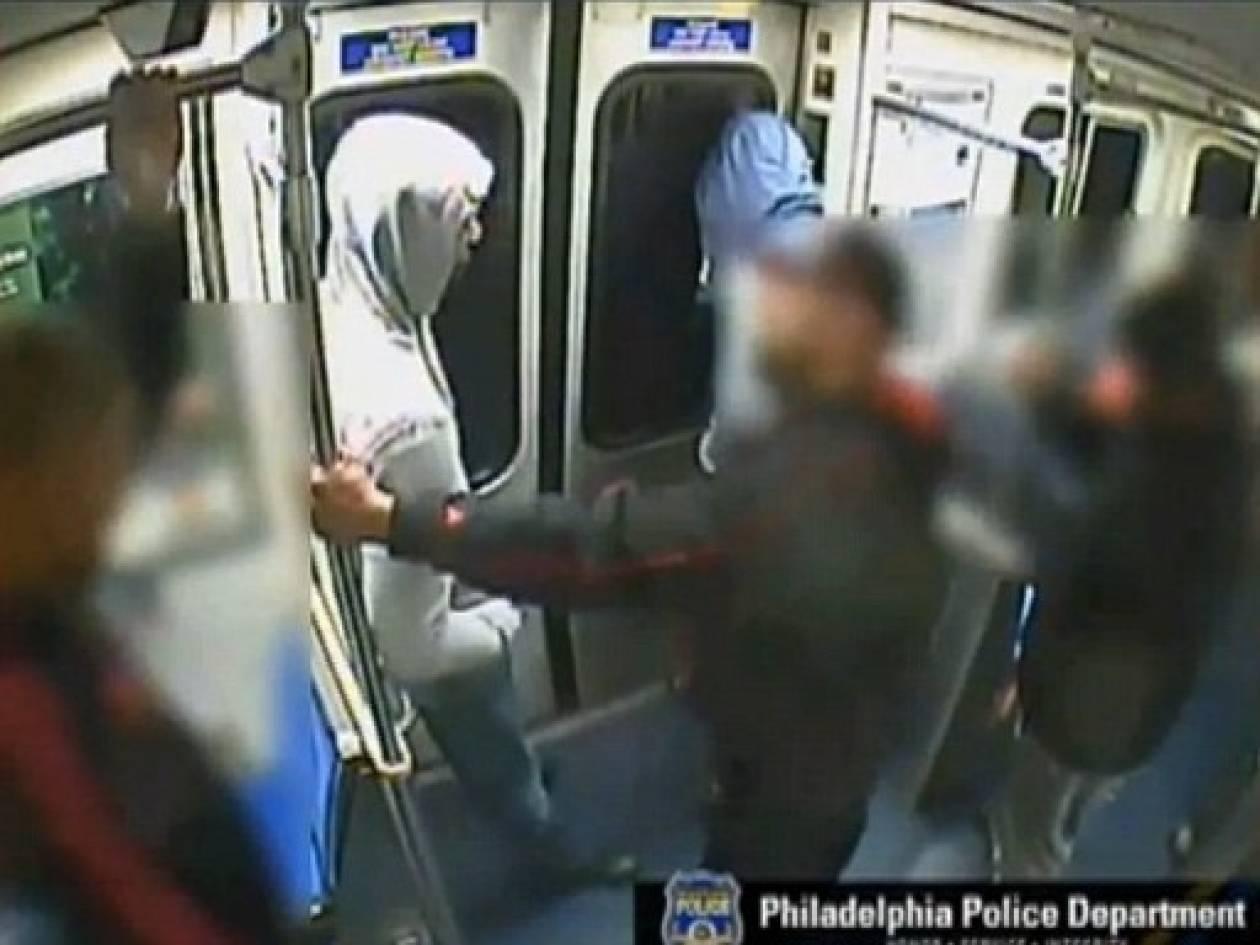 ΣΟΚ: Έβγαλε όπλο και τους πυροβόλησε μέσα στο μετρό!