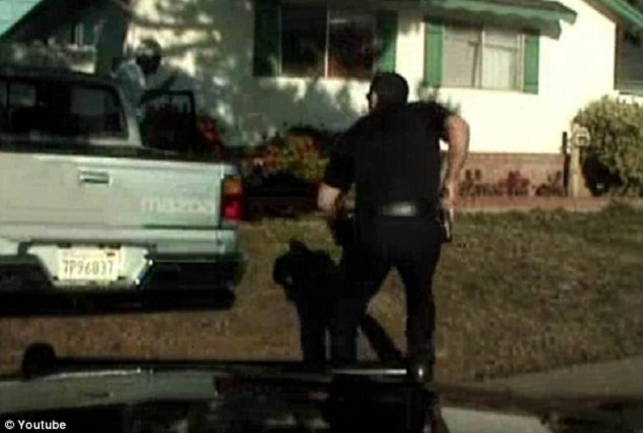 Βίντεο-ΣΟΚ: Τον πυροβόλησε 11 φορές στην αυλή του σπιτιού του