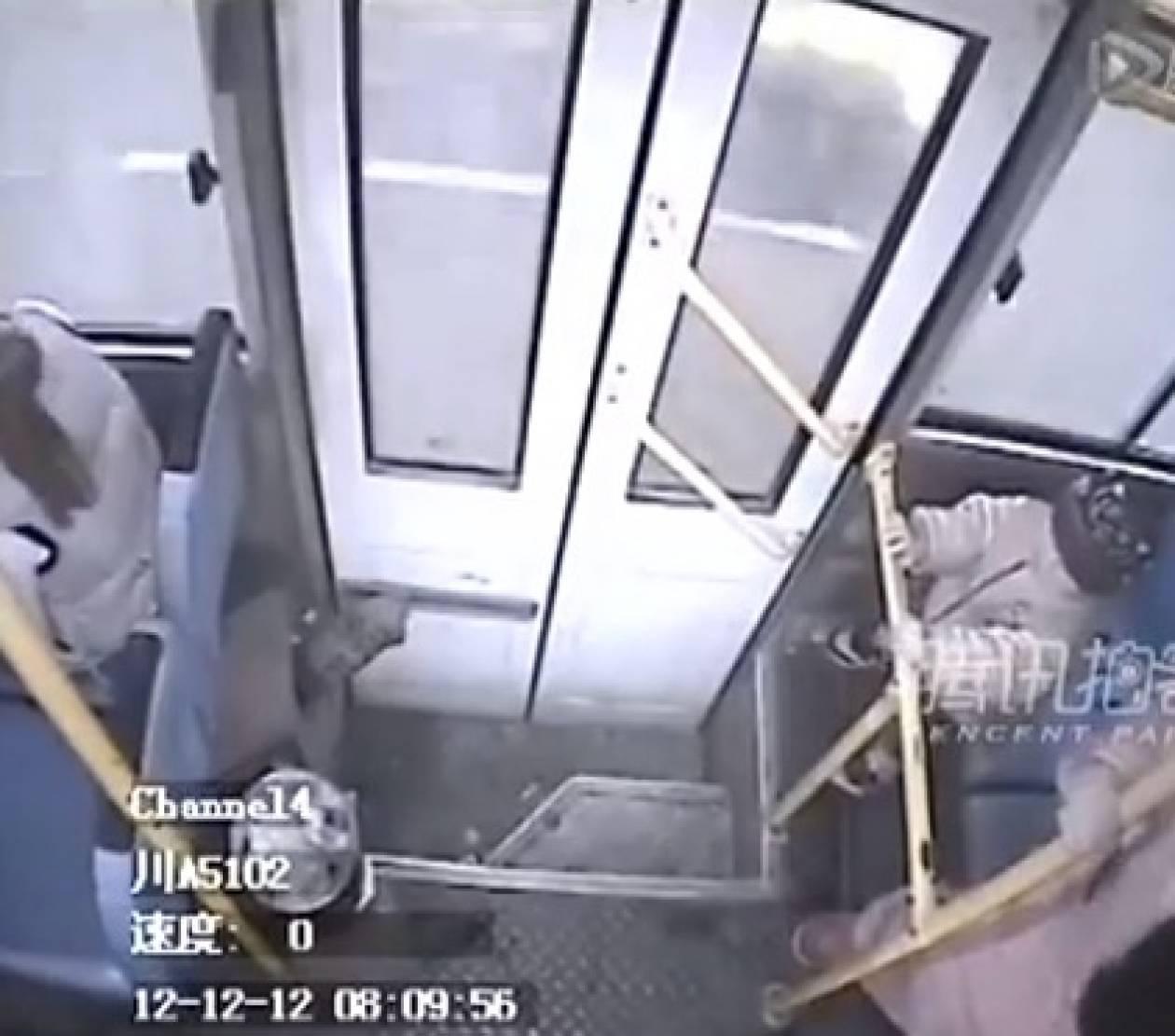 Βίντεο: Γυναίκα γέννησε μόνη της μέσα σε... λεωφορείο!