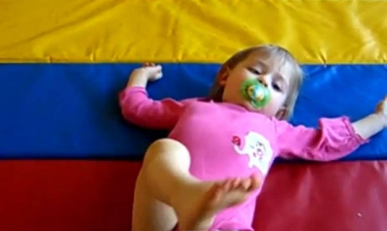 Βίντεο: Δείτε δυο πιτσιρικάκια να κάνουν… γυμναστική!
