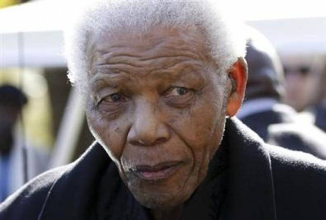 Eπιτυχής η χειρουργική επέμβαση του Μαντέλα