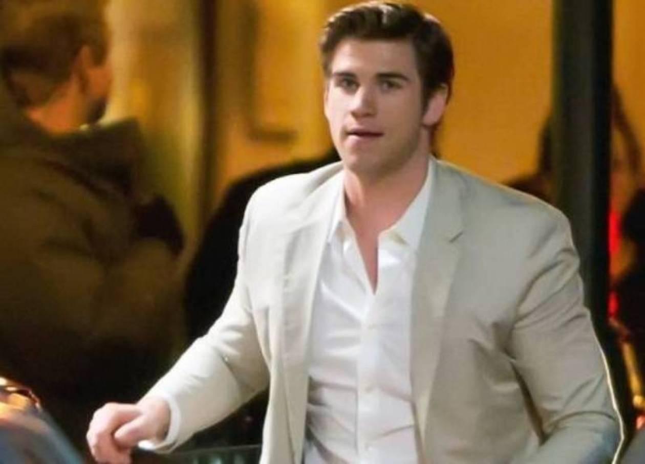 Liam Hemsworth: Η πρώτη εμφάνιση μετά τον ξυλοδαρμό του νεαρού
