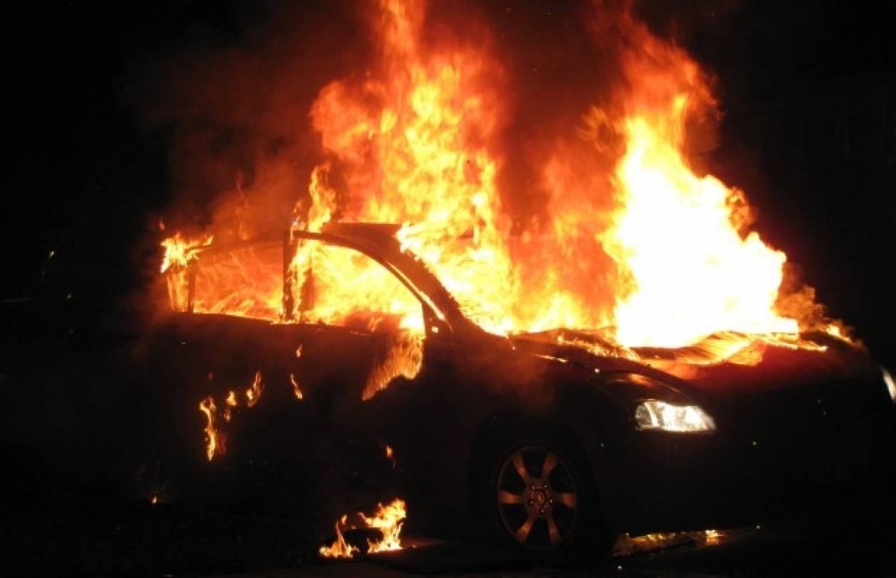 Βίντεο: Στις φλόγες ΙΧ αυτοκίνητο στη Νέα Ιωνία Βόλου