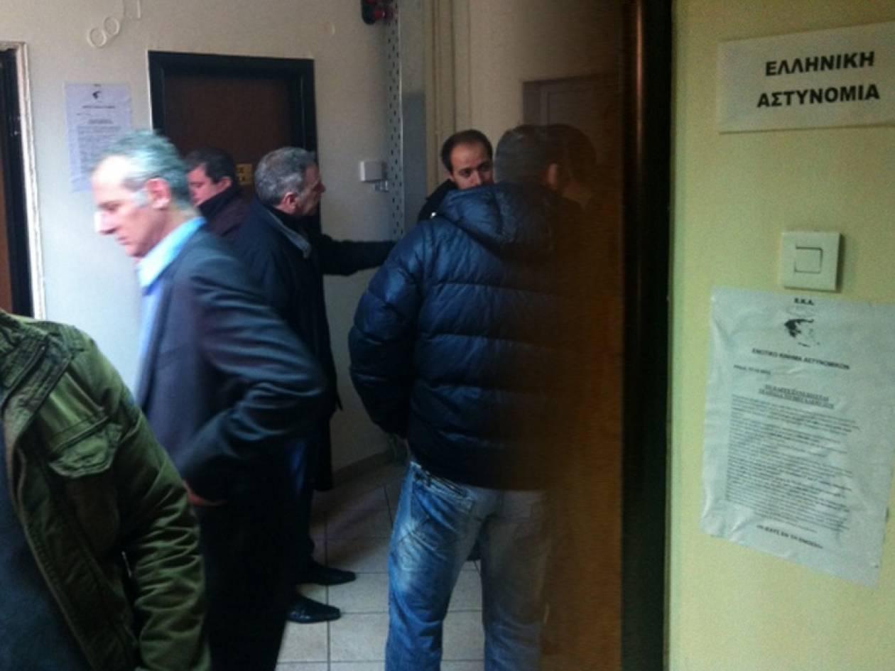 ΤΩΡΑ: Συνδικαλιστές της ΕΛ.ΑΣ. κατέλαβαν το ΤΕΑΠΑΣΑ