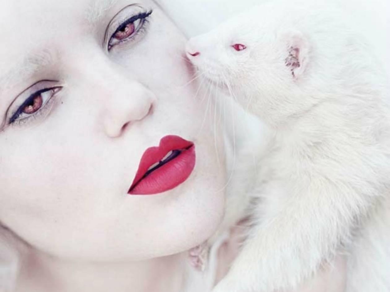 Εντυπωσιακές φωτογραφίες: 17χρονη μεταμορφώνεται... σε ζώα!