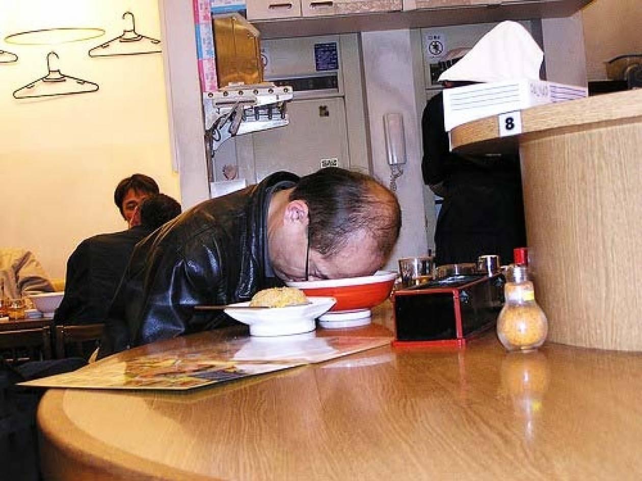 Αν νυστάζει ο άνθρωπος κοιμάται... όπου να ναι! (pics)