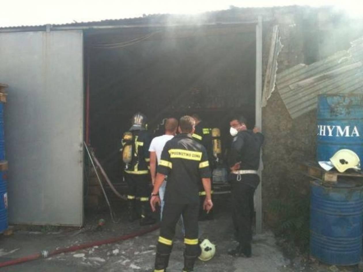 Στις φλόγες αποθήκη στην Αλεξανδρούπολη