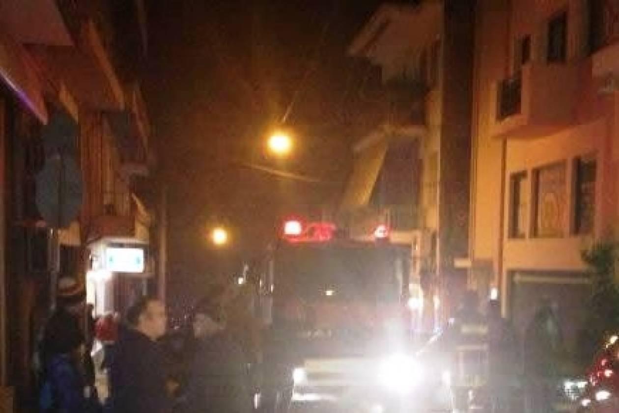 Βίντεο: Αναστάτωση από πυρκαγιά σε πολυκατοικία στο κέντρο της Λαμίας