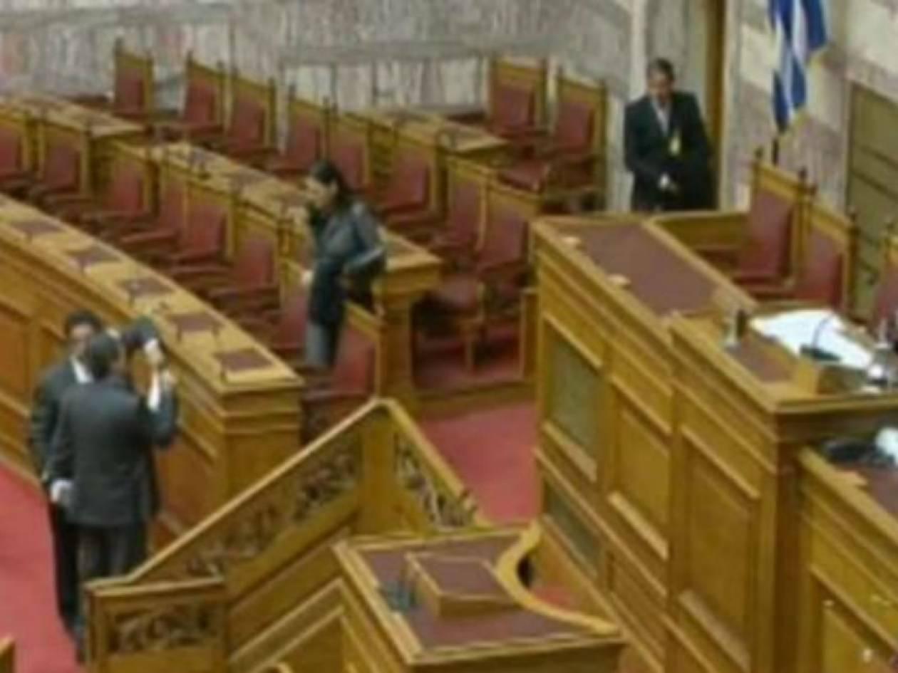 Βίντεο: Δείτε τι ακούστηκε στο κανάλι της Βουλής στο τέλος συνεδρίασης