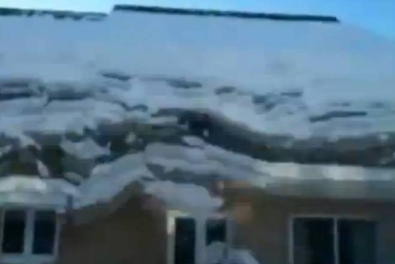 Ο Άγιος Βασίλης «σκοτώνεται» από τη στέγη (video)!