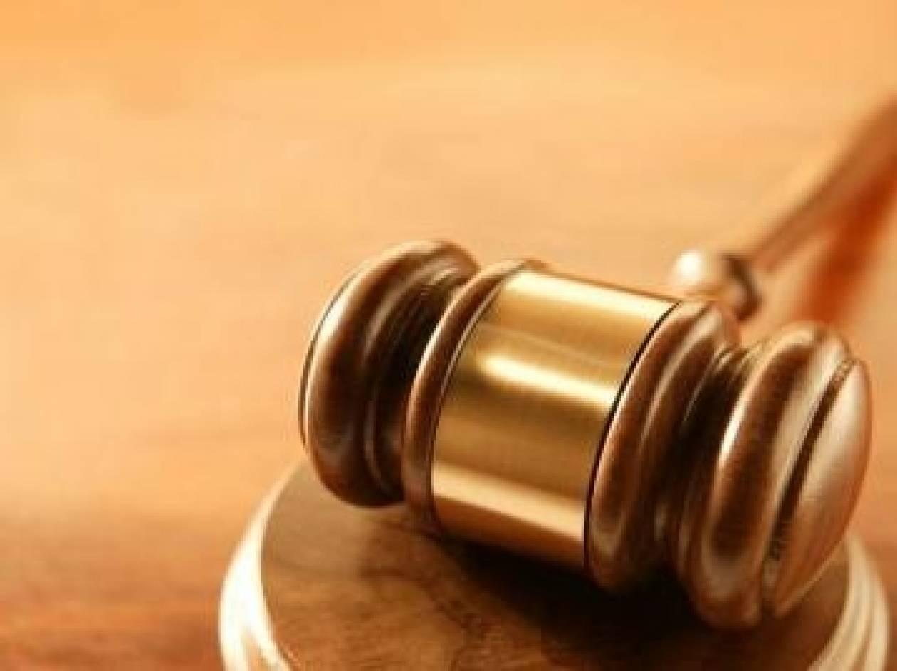 Ανέκδοτο: Ζευγάρι στο δικαστήριο