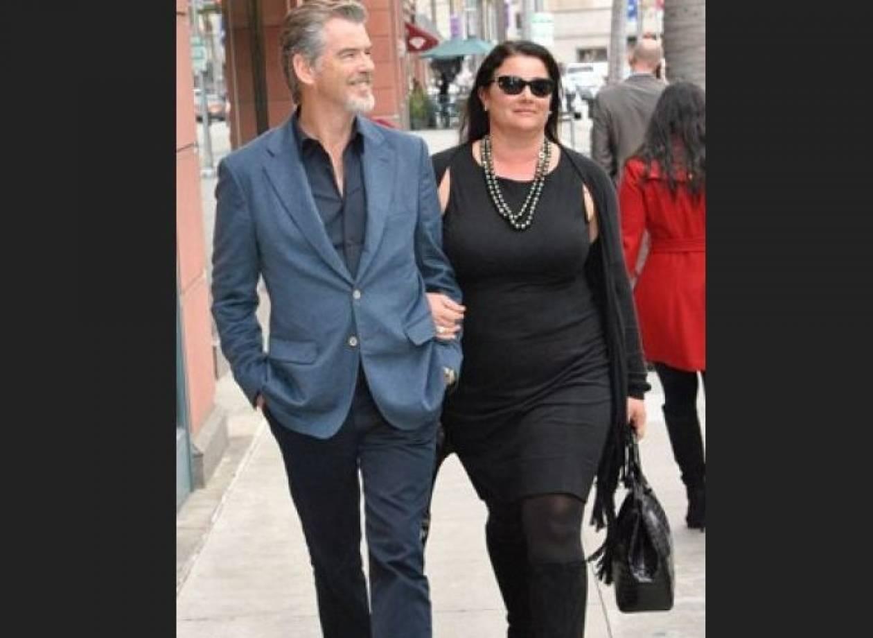 Δείτε την πληθωρική (αλλά με αυτοπεποίθηση) σύζυγο του Pierce Brosnan!