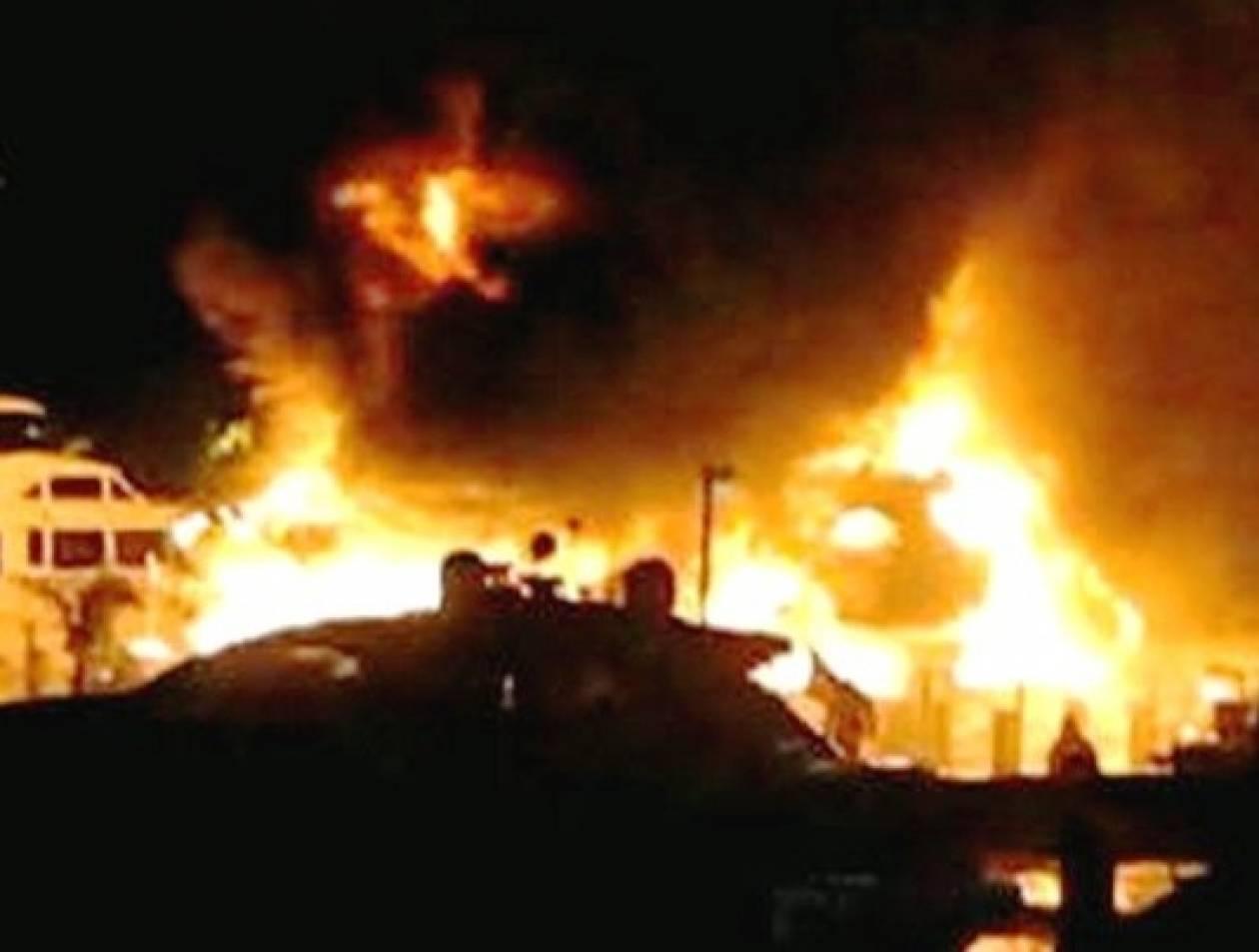 Φωτιά σε μάντρα σκαφών στους Αγίους Θεοδώρους
