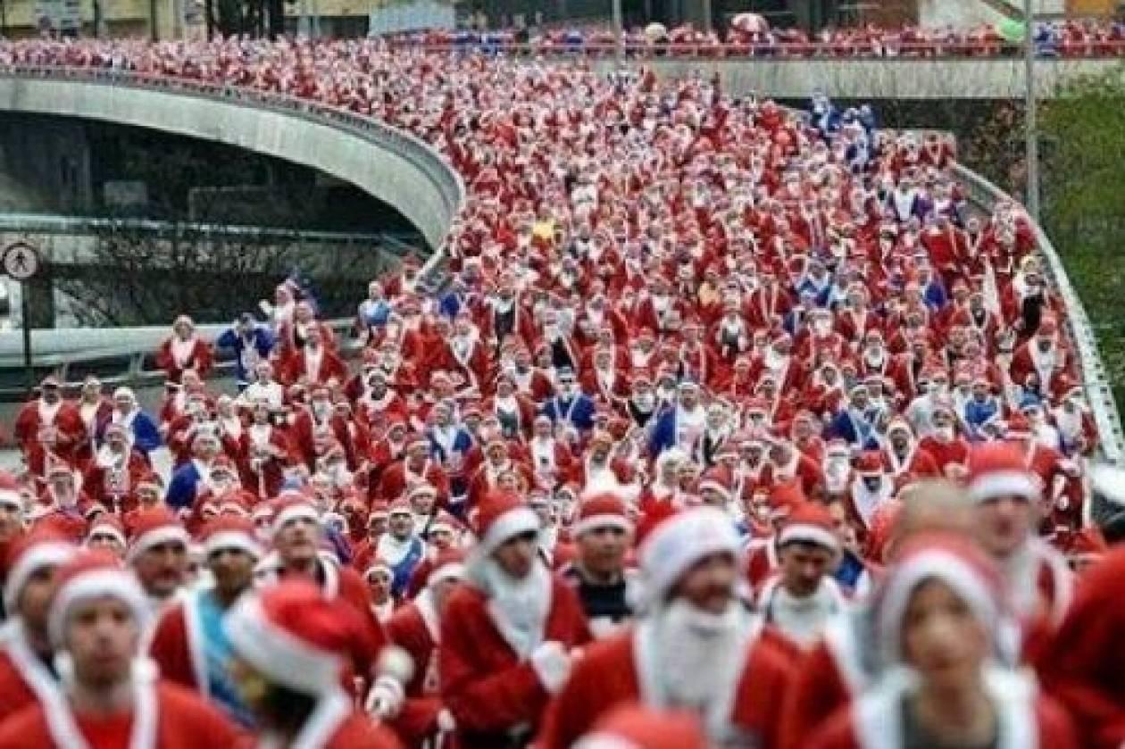 Εκατοντάδες Άγιοι Βασίληδες τρέχουν στο κέντρο των Χανίων