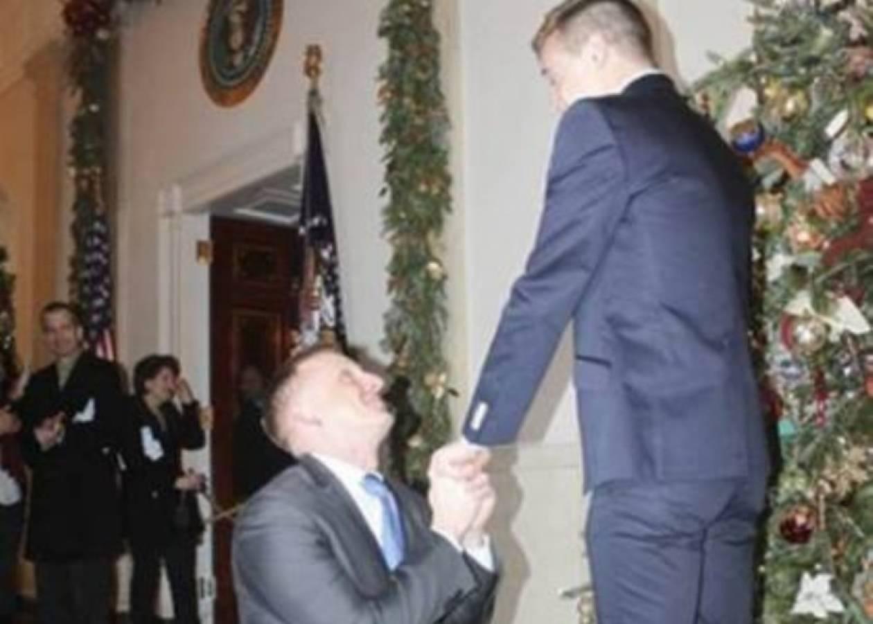 Η πρώτη gay πρόταση γάμου μέσα στο Λευκό Οίκο