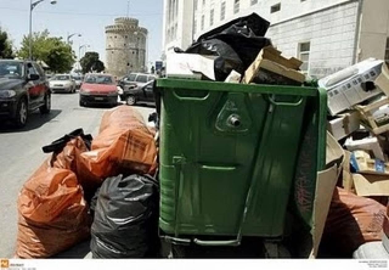 Η Θεσσαλονίκη «πνίγεται» στα σκουπίδια