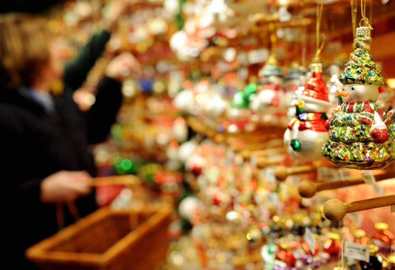 Ανοιχτά τα εμπορικά καταστήματα του Πειραιά την τελευταία Κυριακή
