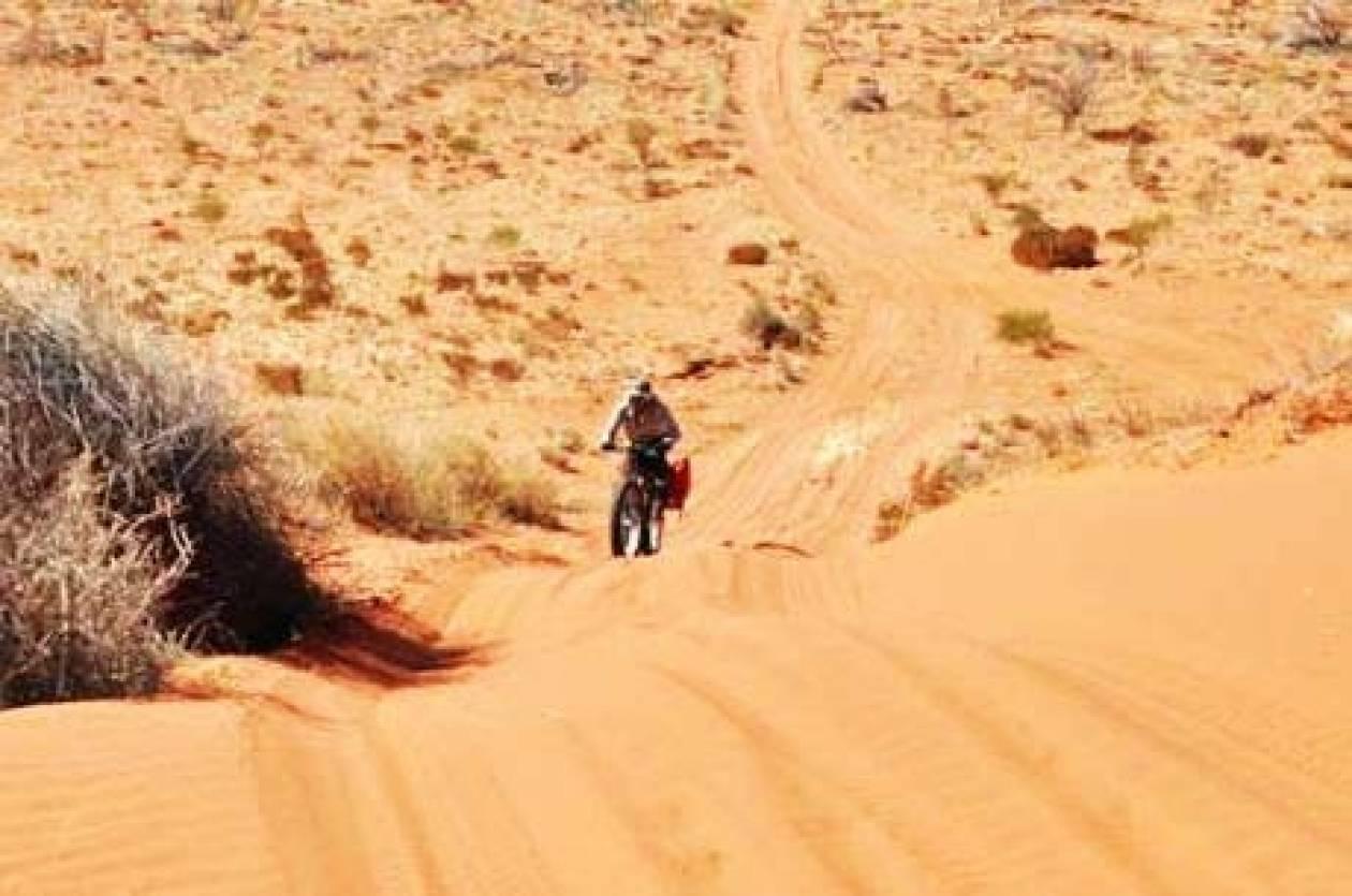Έλληνας διέσχισε με το ποδήλατο την Κόκκινη Έρημο