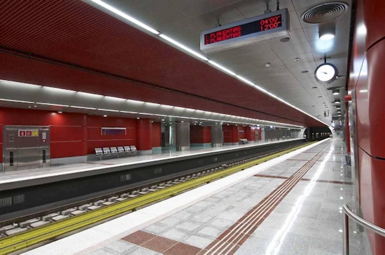 Νεκρός ο ηλικιωμένος που έπεσε στις ράγες του μετρό