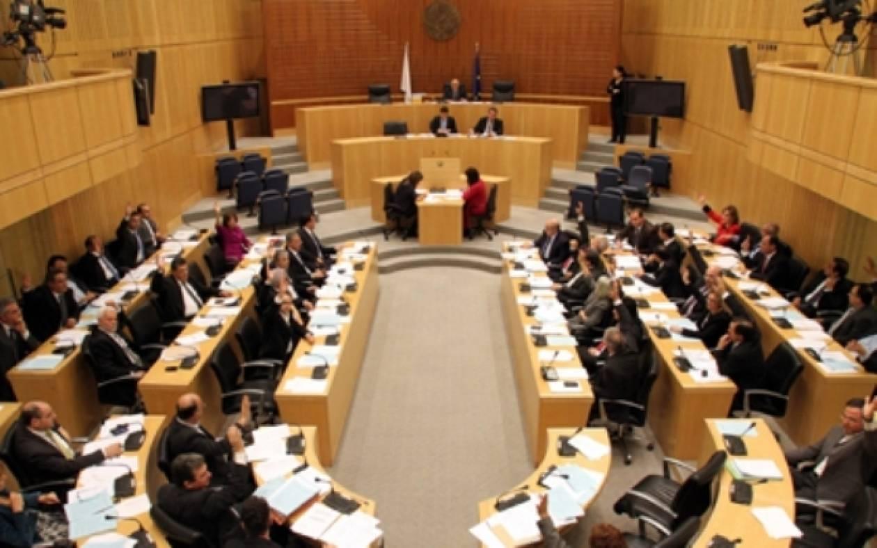 Κύπρος: Εγκρίθηκε ο πρώτος μνημονιακός προϋπολογισμός